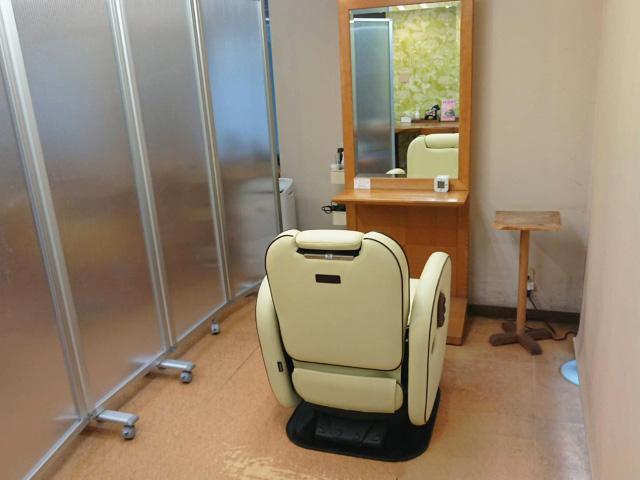 ボリュームアップ増毛エクステをプライベートな半個室空間で施術